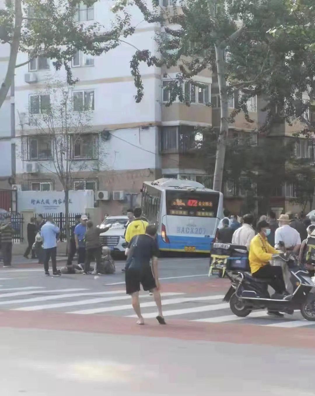 北京石景山一公交车发生交通事故 致1死4伤